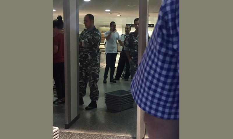 المطرب السوري حسين الديك في مطار بيروت الدولي - 10 أيلول 2017 - (فيس بوك)