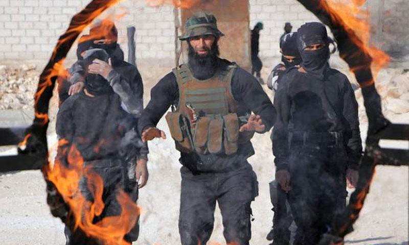 مقاتلون من المعارضة السورية في حفل تخريج قدرات قتالية في إدلب شمال سوريا - 27 كانون الأول 2016 (AFP عمر حاج قدور )