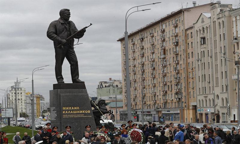 تمثال كلاشينكوف في موسكو- 19 أيلول 2017 ( Ansa)