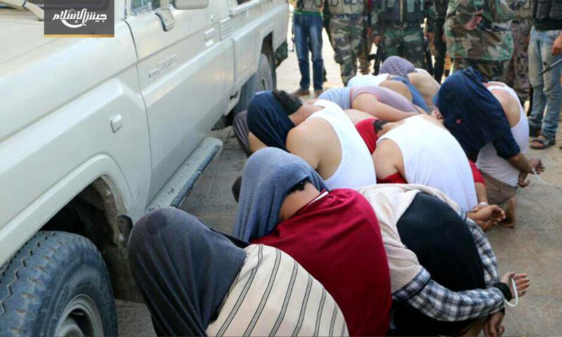 معتقلون خلال الحملة في ابطع بدرعا - 8 أيلول 2017 (جيش الإسلام)