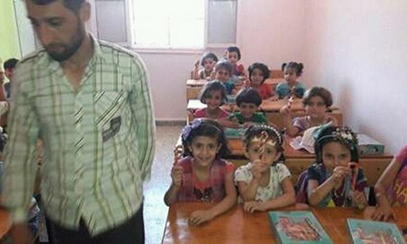 """صورة نشرها موقع """"معاريف"""" الإسرائيلي على أنها لمدرسة في إدلب - 3 أيلول 2017 (الموقع الرسمي لمعاريف)"""