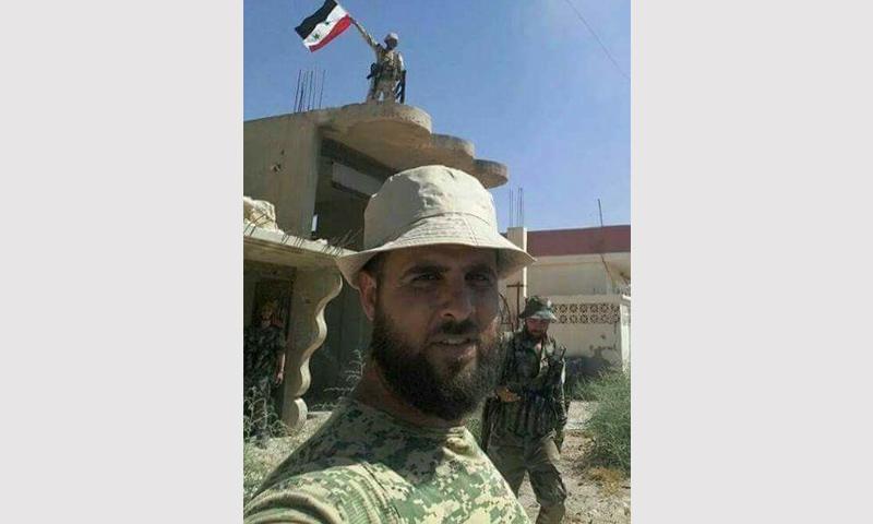 عناصر من قوات الأسد داخل بلدة عقيربات في ريف حماة الشرقي - 3 أيلول 2017 (صفحة طرطوس اليوم الموالية للنظام في فيس بوك)