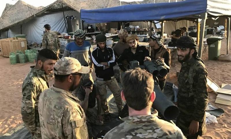عناصر من جيش مغاوير الثورة في قاعدة التنف الحدودية - (انترنت)