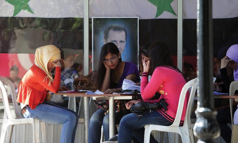 فتيات سوريات في جامعة البعث بحمص - 6 آذار 2016 (AFP)