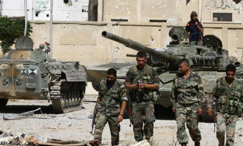 عناصر من قوات الأسد في مدينة دير الزور -(تويتر)