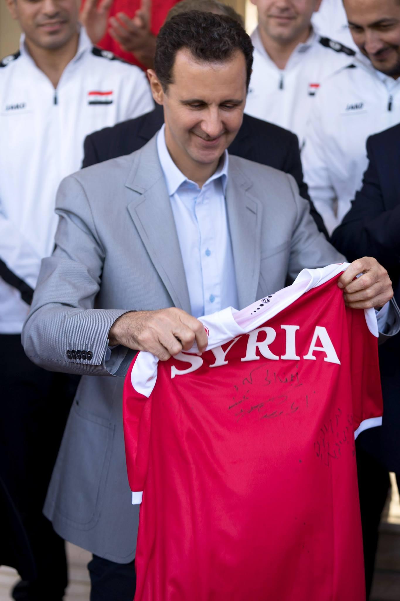 رئيس النظام السوري، بشار الأسد، يستقبل لاعبي المنتخب السوري - 23 تشرين الأول 2017 (رئاسة الجمهورية)
