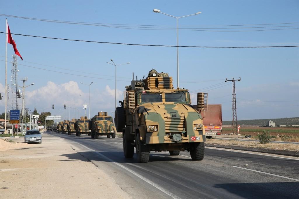 آليات عسكرية تركية تتوجه نحو الحدود السورية - 1 تشرين الأول 2017 (TRT)
