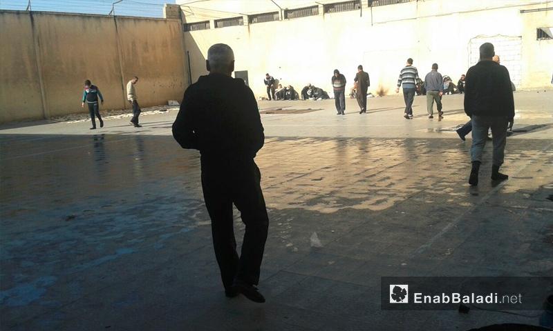 تعبيرية: المعتقلون داخل سجن حماة المركزي - 4 كانون الأول 2016 (عنب بلدي)