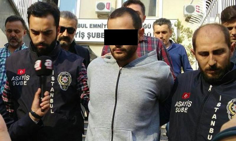 المتهم بقتل الناشطة عروبة بركات وابنتها حلا بعد خروجه من المحكمة في إسطنبول (فيس بوك)