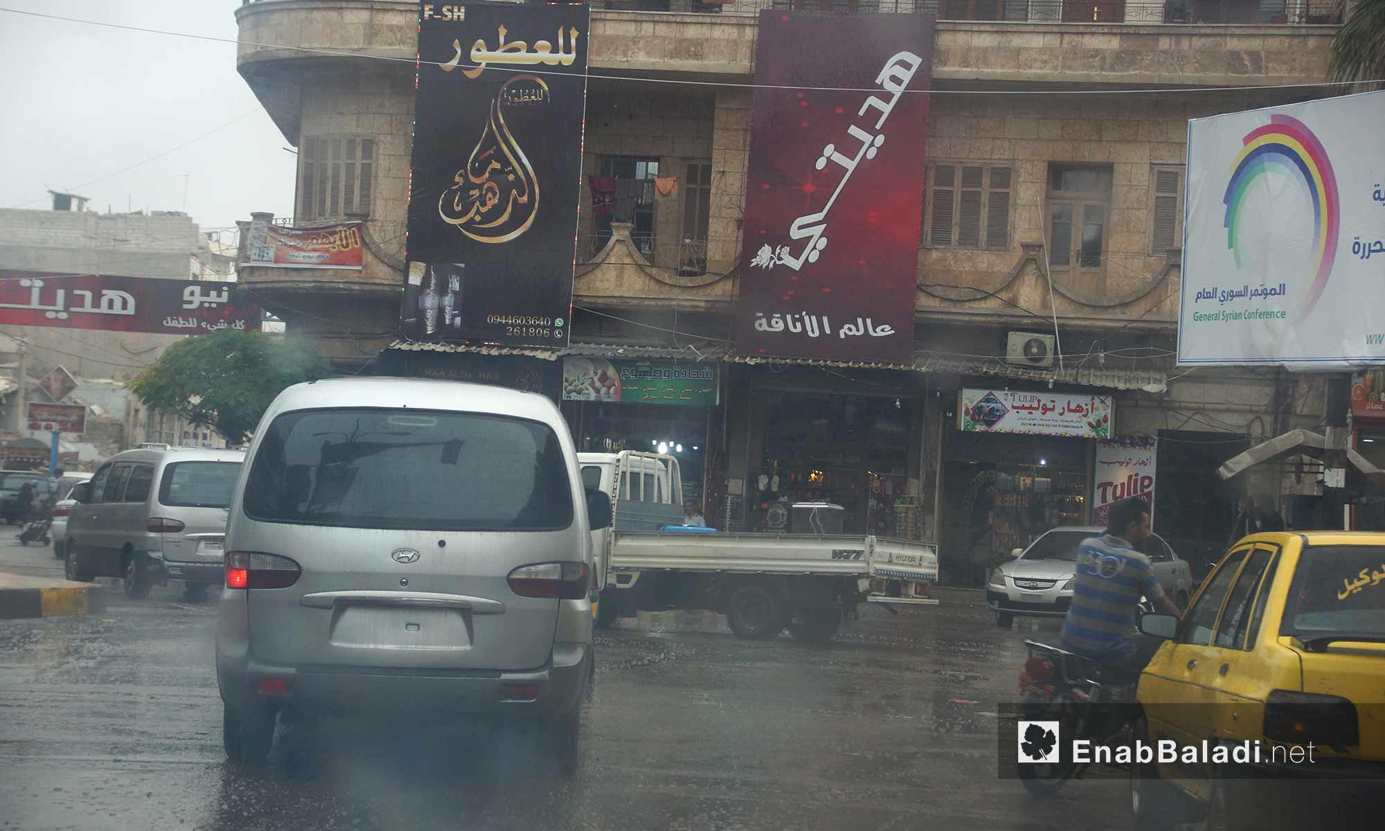 سيارات تحت المطر في مدينة إدلب - 9 تشرين الأول 2017 (عنب بلدي)