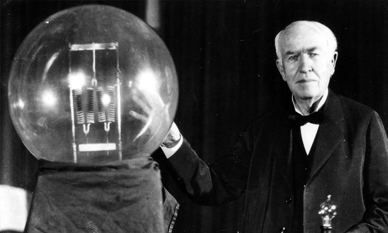 توماس أديسون في مختبره العلمي (إنترنت)