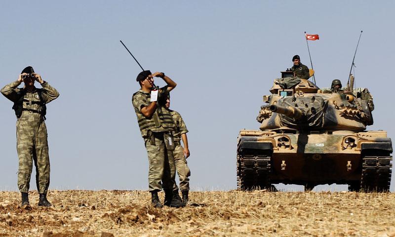 وحدة من الجيش التركي على الحدود السورية قرب ولاية شانلي أورفة - 2014 (EPA)