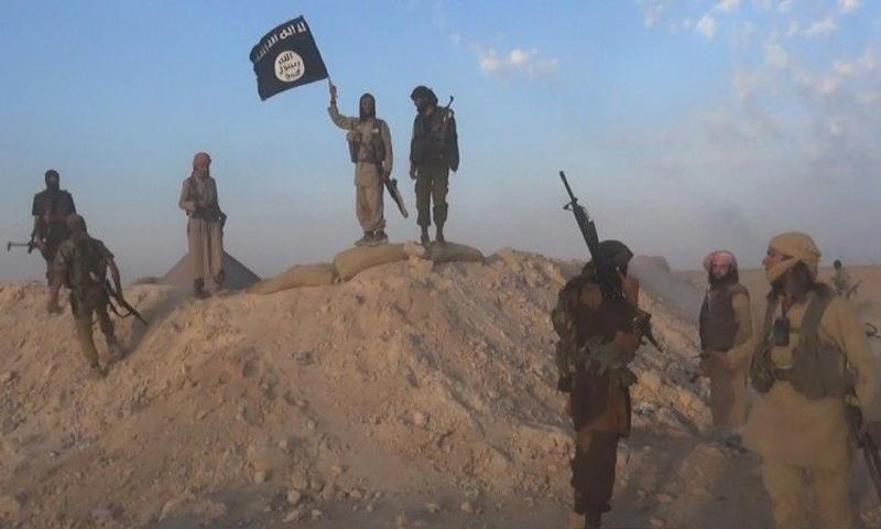 عناصر من تنظيم الدولة الإسلامية في محافظة دير الزور - 15 تشرين الأول 2017 (أعماق)