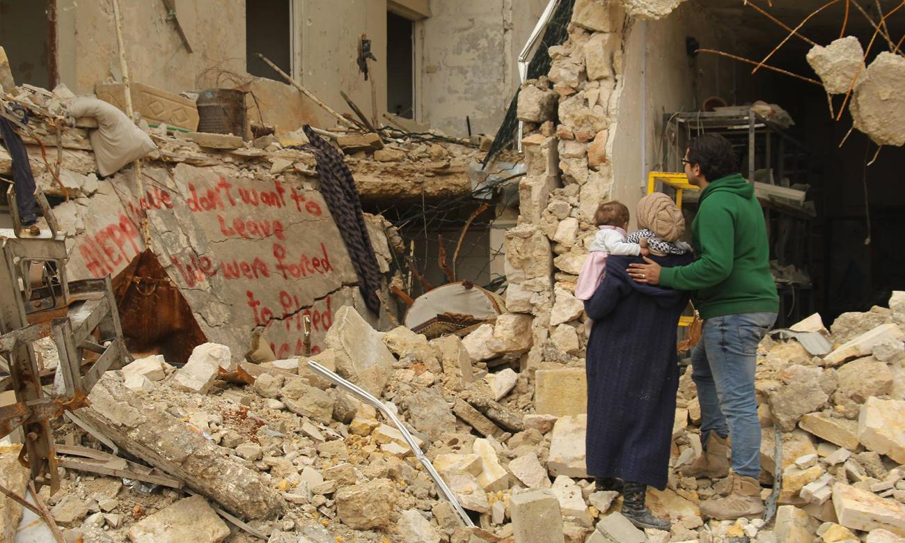 وعد الخطيب وزوجها قبل إجبارهما على مغادرة حلب في كانون الأول 2016 مع نحو 75 ألف مدني (فيس بوك)
