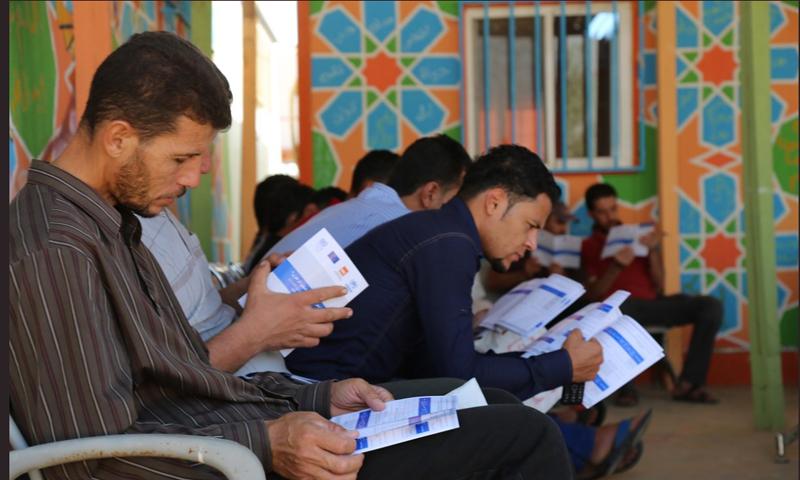 لاجئون ينتظرون دورهم للتسجيل على فرصة عمل في مخيم الزعتري - 4 تشرين الأول 2017 (تويتر)