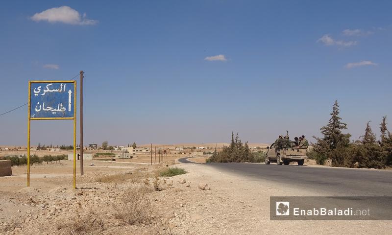 عناصر من هيئة تحرير الشام أثناء المعارك الدائرة ضد تنظيم الدولة شرقي حماة - 13 تشرين الأول 2017 (عنب بلدي)