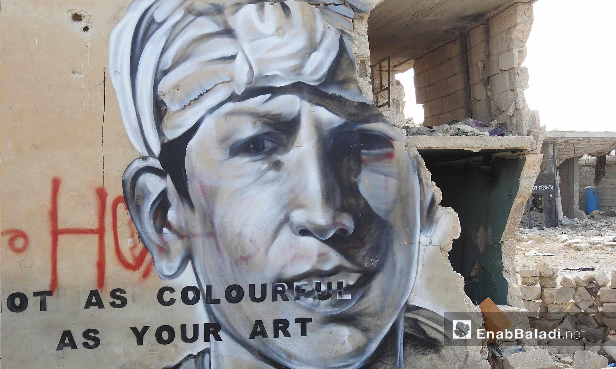 رسم غرافيتي على جدران مهدمة في قرية براغيدة بريف حلب الشمالي - 2 تشرين الأول 2017 (عنب بلدي)
