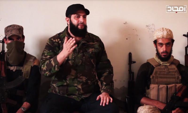 قائد هيئة تحرير الشام أبو محمد الجولاني بين مجموعة من المقاتلين - (يوتيوب)