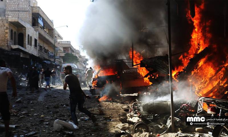 آثار القصف الجوي على سوق مدينة معرة النعمان جنوبي إدلب - 8 تشرين الأول 20017 (مركز المعرة الإعلامي)