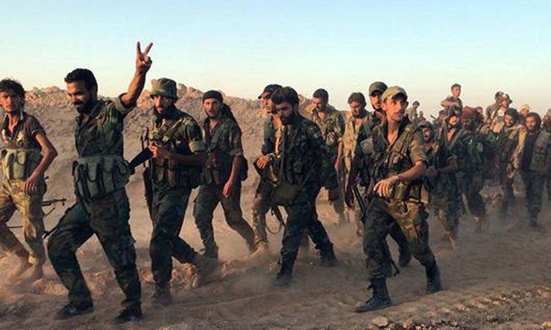 عناصر من قوات الأسد في محيط مدينة دير الزور أيلول 2017 (ap)