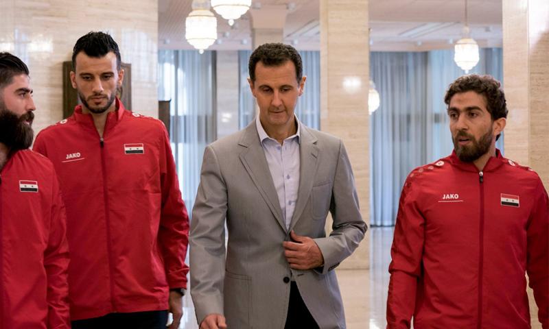فراس الخطيب وعمر السومة مع رئيس النظام السوري بشار الاسد-23 تشرين الأول 2017 (رئاسة الجمهورية فيس بوك)