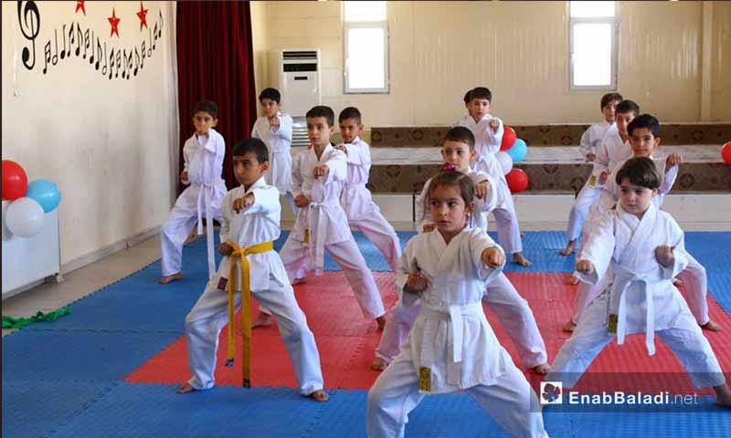 أطفال سوريون يقدمون عرض كاراتية في عنتاب التركية – 7 تشرين الأول 2017 (عنب بلدي)