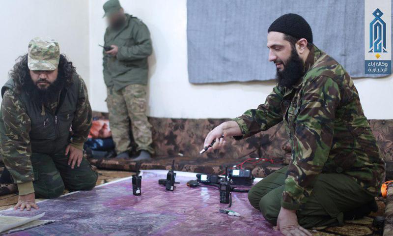 أبو محمد الجولاني إلى جانب أبو صالح الطحان- الجمعة 24 آذار (وكالة إباء)