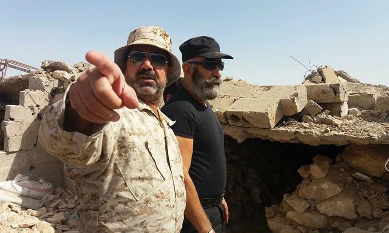 غسان طراف إلى جانب العميد عصام زهر الدين في دير الزور - (فيس بوك)