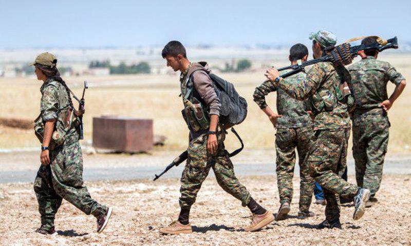 صورة أرشيفية لمقاتلين أكراد.