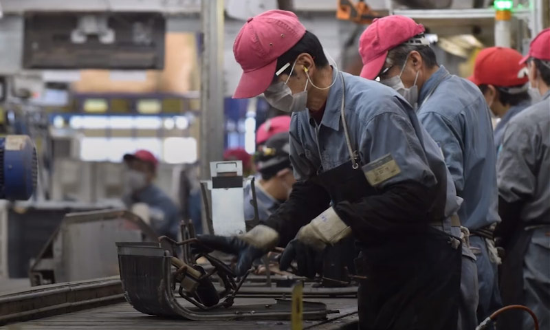 مصانع إعادة التدوير في اليابان (the economist)
