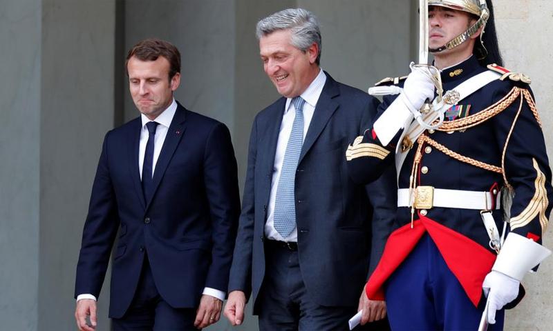 الرئيس الفرنسي إيمانويل ماكرون والمفوض السامي لشؤون اللاجئين - 9 تشرين الأول 2017 (رويترز)