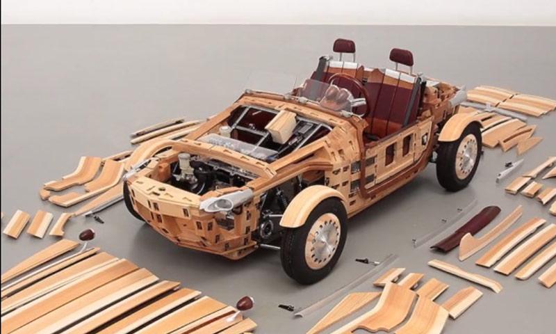 سيارة مصنوعة من الخشب في اليابان (world economic forum)