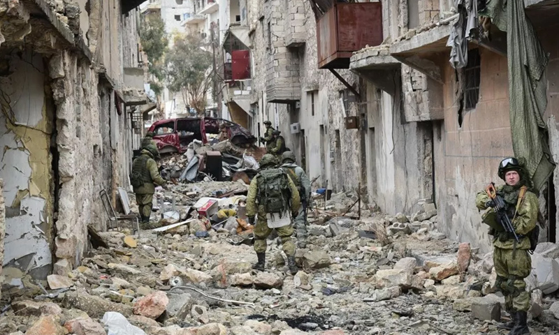 عناصر من الشرطة العسكرية في مدينة حلب - كانون الأول 2016 (وكالات)