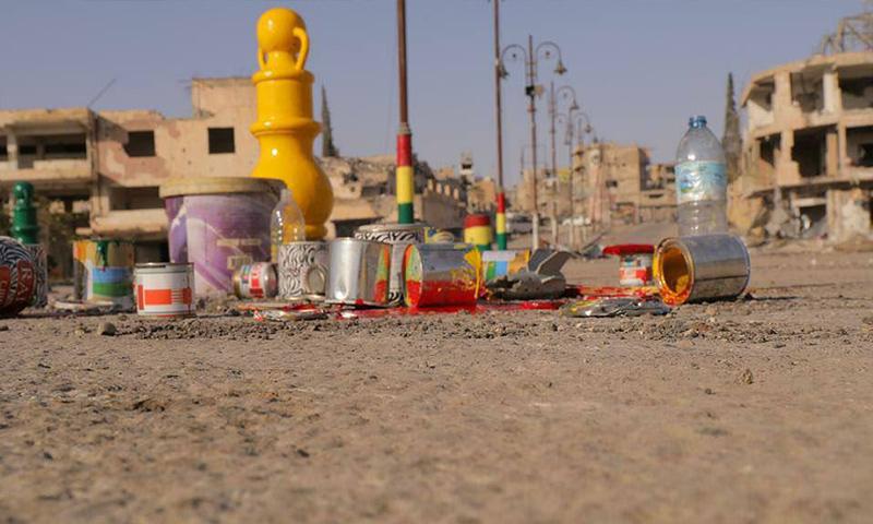 """علم """"الوحدات"""" الكردية يكسو شوارع الرقة - 22 تشرين الأول 2017 (فيس بوك)"""