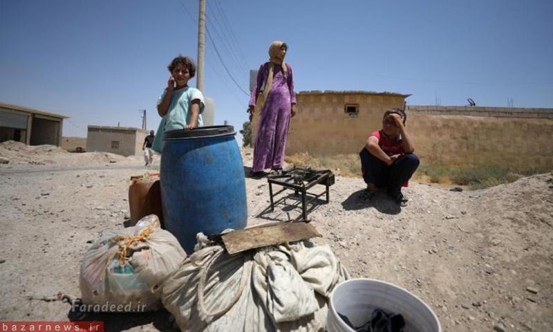 نازحون من مدينة الرقة في مخيك عين عيسى شمالي المدينة - (رويترز)