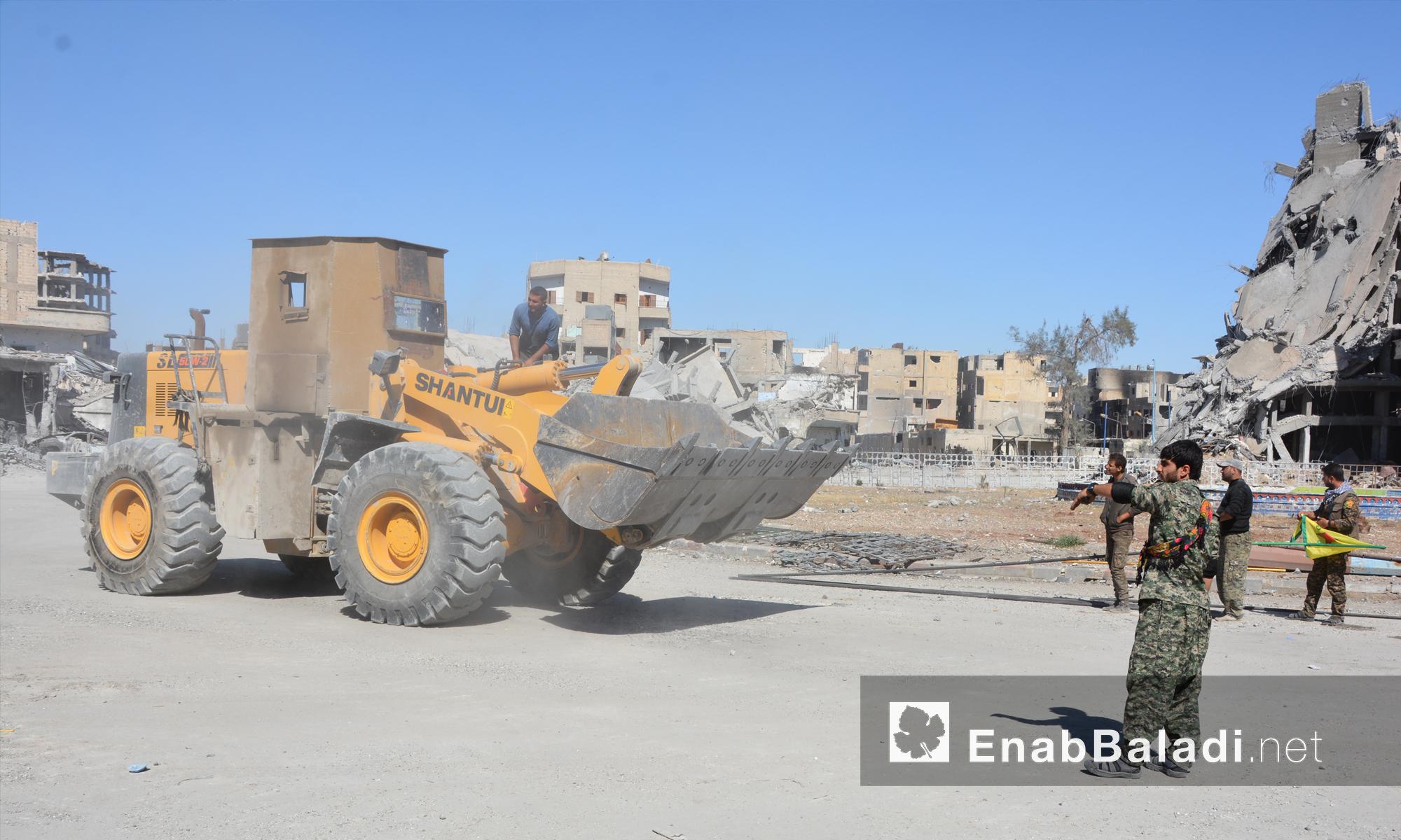 """دخول """"قوات سوريا الديمقراطية"""" إلى مدينة الرقة -19 تشرين الأول 2017 (عنب بلدي)"""