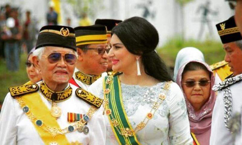 حاكم ولاية سرواك الماليزية وزوجته السورية رغد الكردي (انستغرام)