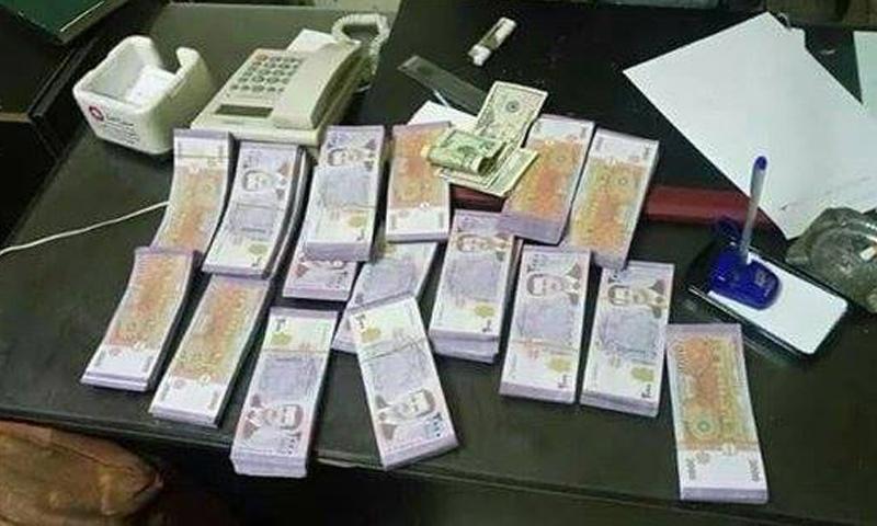 الأوراق المالية المزورة التي ضبطت من قبل الجيش الحر في القلمون الشرقي - 29 تشرين الأول - (فيس بوك)