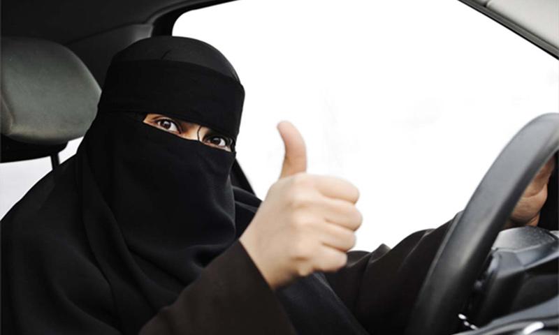 امراة سعودية تقود سيارتها (إنترنت)