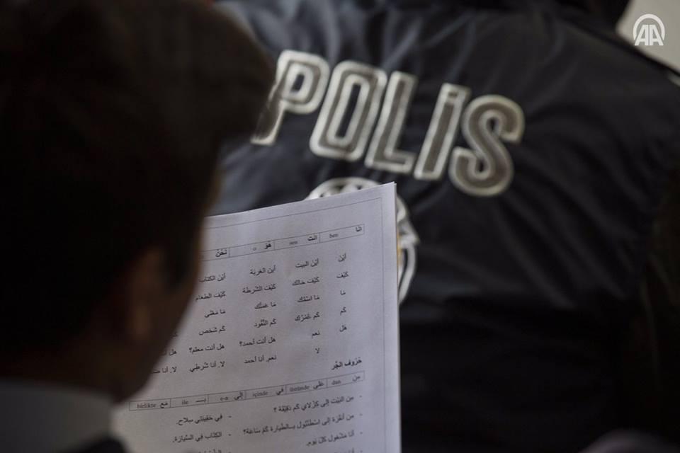 من دورات تعليم اللغة العربية لعناصر شرطة أنقرة - 6 تشرين الثاني 2017 (وكالة الأناضول)