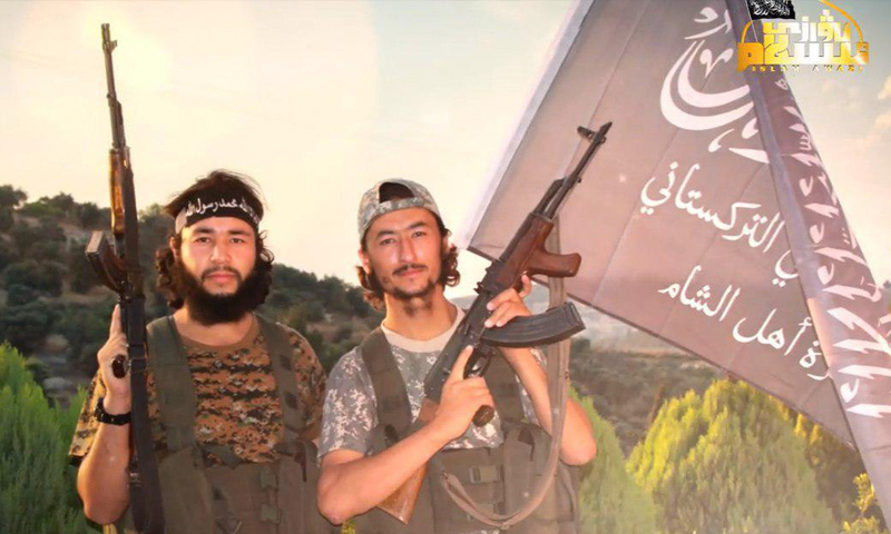 مقاتلون من الحزب التركستاني الإسلامي في سوريا (قناة صوت الإسلام في تلغرام)