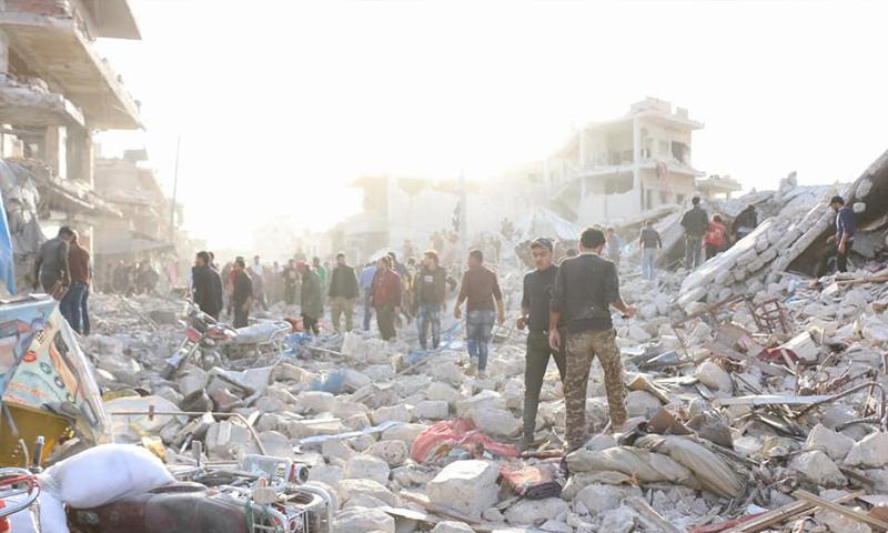 آثار القصف الجوي على سوق مدينة الأتارب غربي حلب - 13 تشرين الثاني 2017 (الدفاع المدني)