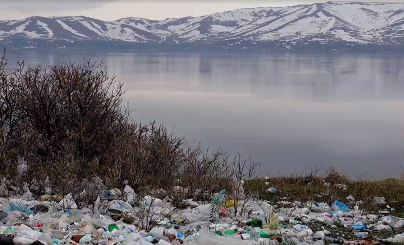 بحلول عام 2050 ستكون أكياس البلاستيك أكثر من الأسماك في المحيطات (world economic forum)