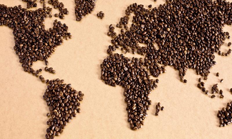 خريطة العالم مرسومة بحبوب القهوة (انترنت)