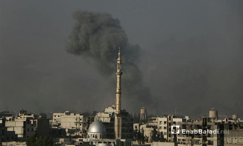 غارة من الطيران الحربي على مدينة حرستا في الغوطة الشرقية - 15 تشرين الثاني 2017 (عنب بلدي)