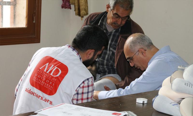 أخذ قياسات مصابين في مجلس جرابلس المحلي شمالي حلب - تشرين الثاني 2017 (مجلس جرابلس المحلي)