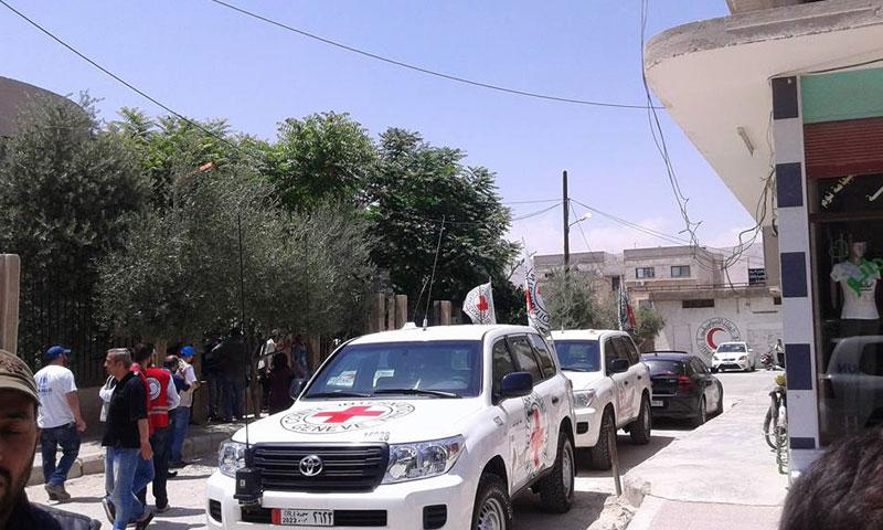قافلة إغاثية بإشراف الصليب الأحمر تدخل جيرود- الأربعاء 24 أيار (إنترنت)