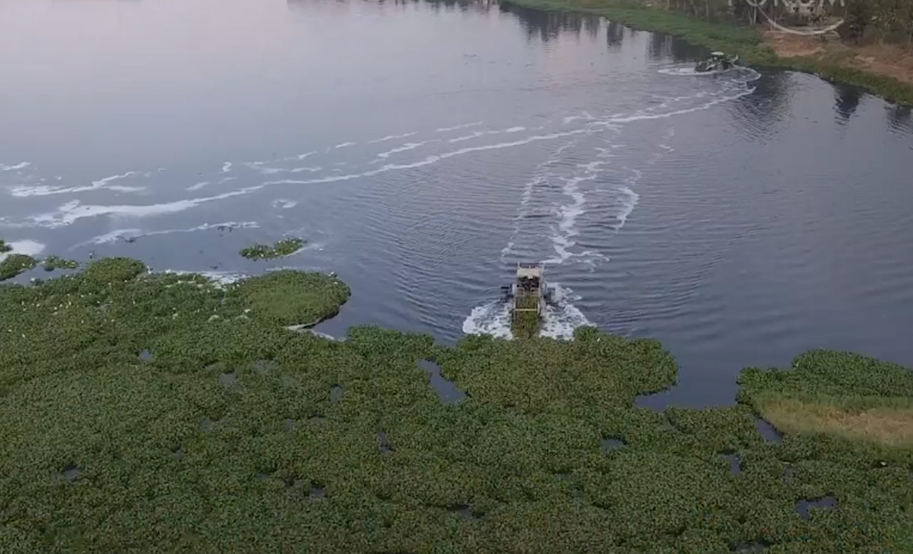 قوارب لتنظيف مياه الأنهار في الهند (world economic forum)
