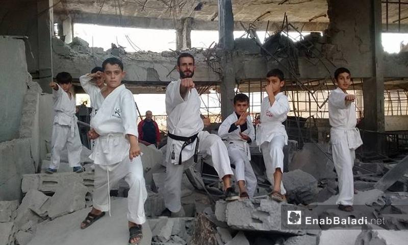 عرض كاراتيه للمدرب السوري أحمد بدوي وأطفال يدربهم في ريف حلب - 8 تشرين الثاني 2017 (عنب بلدي)
