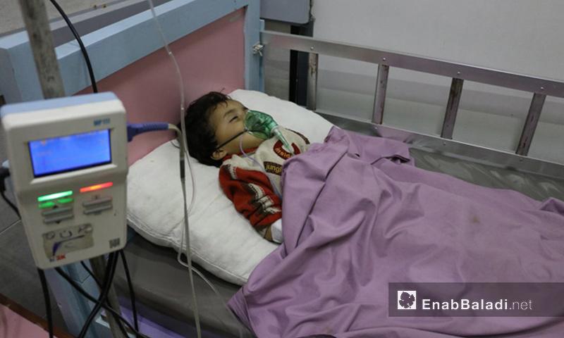 طفل مصاب بالتسمم في زملكا بالغوطة الشرقية - 23 تشرين الثاني 2017 (عنب بلدي)